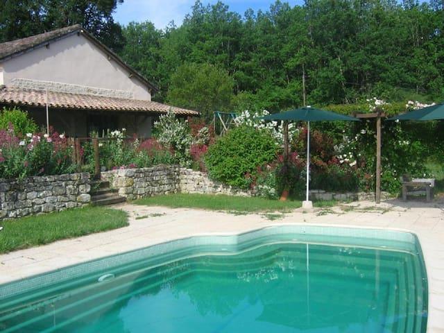 MAISON DE VACANCE AVEC PISCINE privée - Castelnau-Montratier - Casa