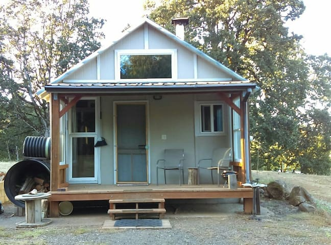 Quiet cabin on 100 acres - Salem - Chatka