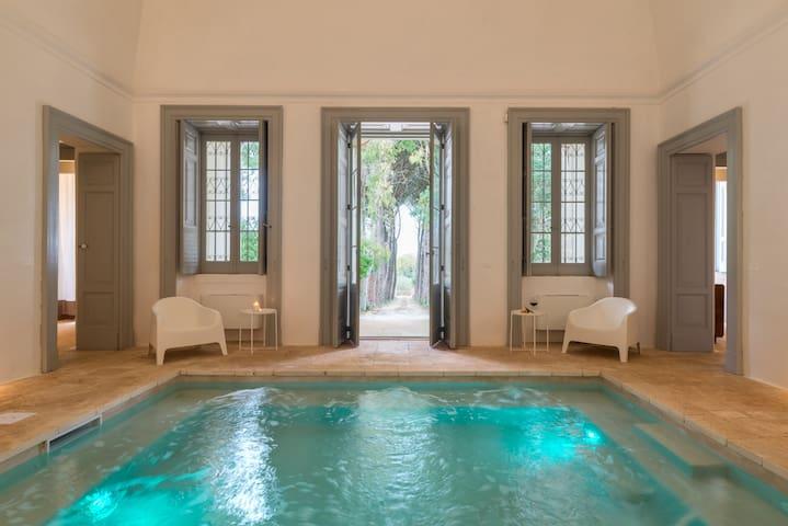 Dimora Fumarola with indoor pool and jacuzzi