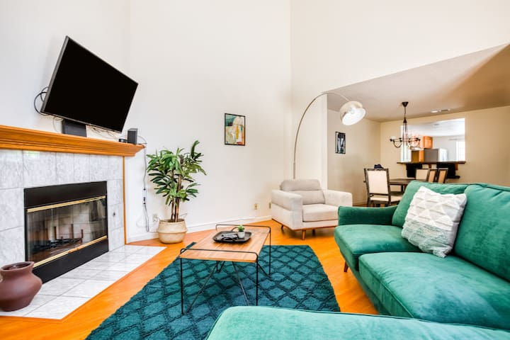 Charming 3BR Townhouse in San Jose