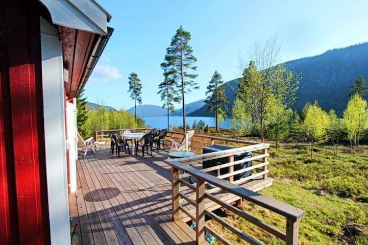 Liten hytte med nydelig utsikt, Bygland.