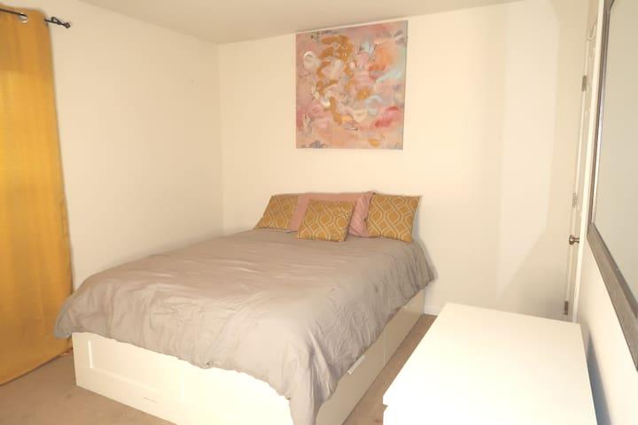HAFH Cozy Queen Bedroom3-Mins 2 airport&DT Atl