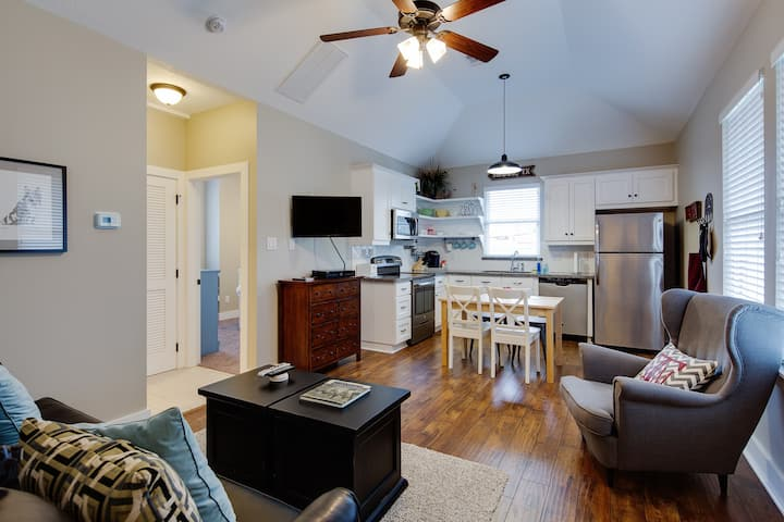 1/1 APARTMENT | 150 YARDS TO A&M & KYLE FIELD