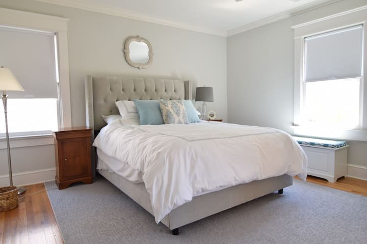 Comfy Greenwich en suite large bedroom and bath