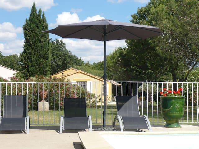 Maison seule - 2ch. 2 bains piscine jardin privé