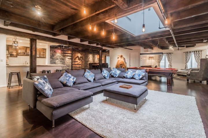 Mystical 2 Floor Penthouse Loft In Old Montreal
