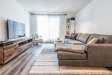 Stylish, Modern Downtown One-bedroom Suite