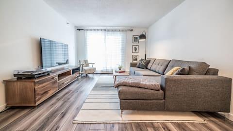Suite elegante y moderna del centro de la ciudad de un dormitorio