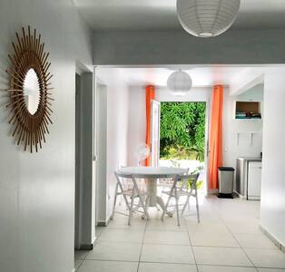 Bora-Bora maison tout confort a 100m de la plage