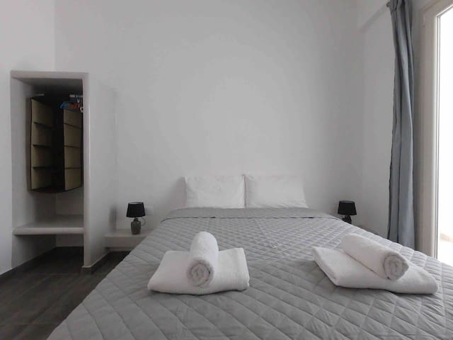 4 persons Apartment 30 meters from Perissa Beach