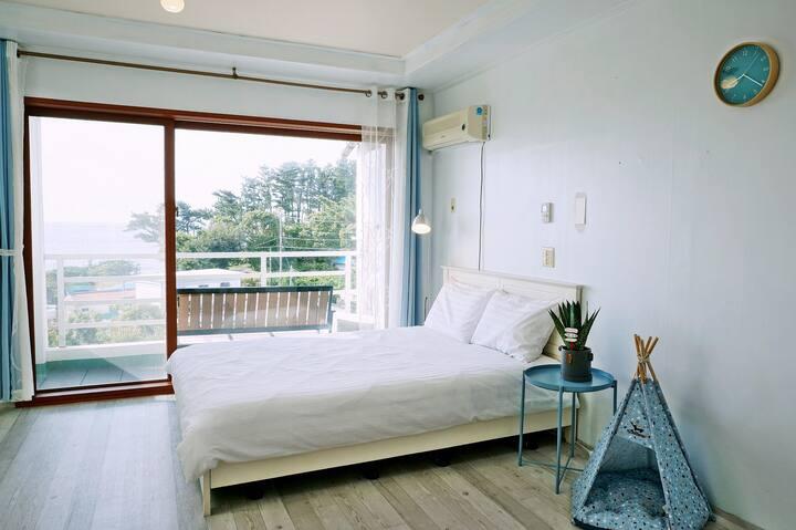 Ocean view-Blue room서귀포_소형견가능