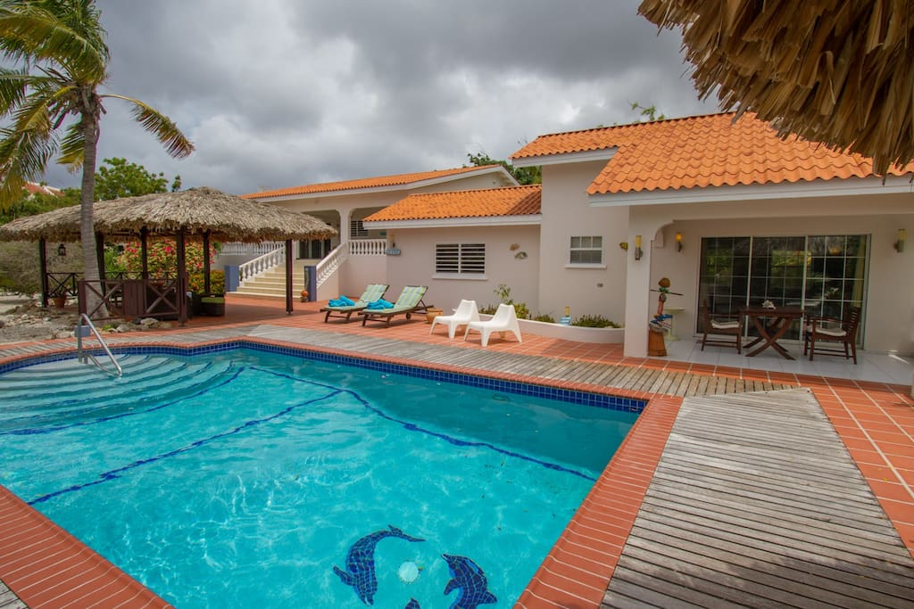 Exclusive use of the large pool, main home and guest house are all yours when you chose to vacation at Villa Lunt.