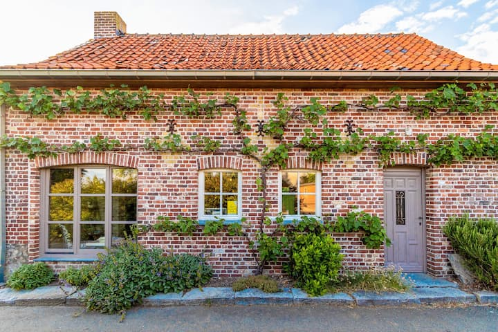 Serene Holiday Home in Roesbrugge-Haringe near City Centre
