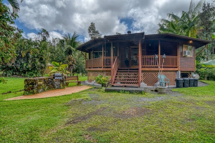 Secluded getaway w/ a tropical yard & furnished, wraparound lanai!