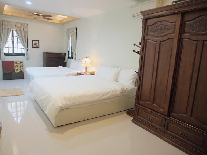 Jennie的家(東門夜市旁,全家福2至4人大套房,2張大床適合喜歡1人睡1張大床者,1層1房)