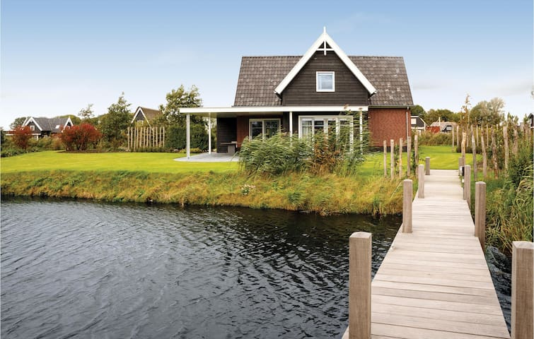 Holiday cottage with 4 bedrooms on 135m² in Giethoorn