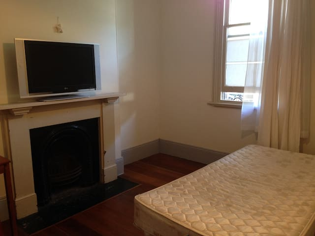 Room in Chippendale Victorian Terrace