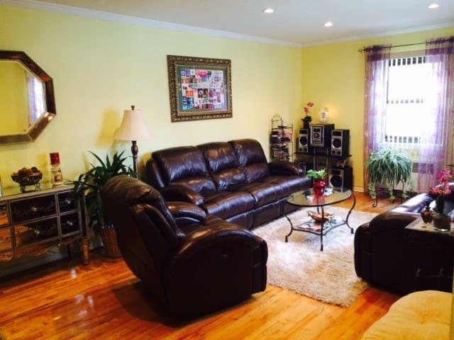 Beautiful, clean garden apartment - Queens - Huoneisto