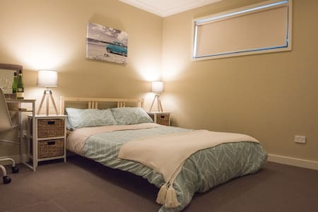 Cozy spacious boutique room in a beautiful home - Bundoora