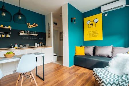 Smile Studio in Center + breakfast + free parking