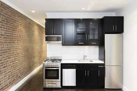 Convenient, Cozy Room-Columbus Circle/Midtown West - New York - Apartment