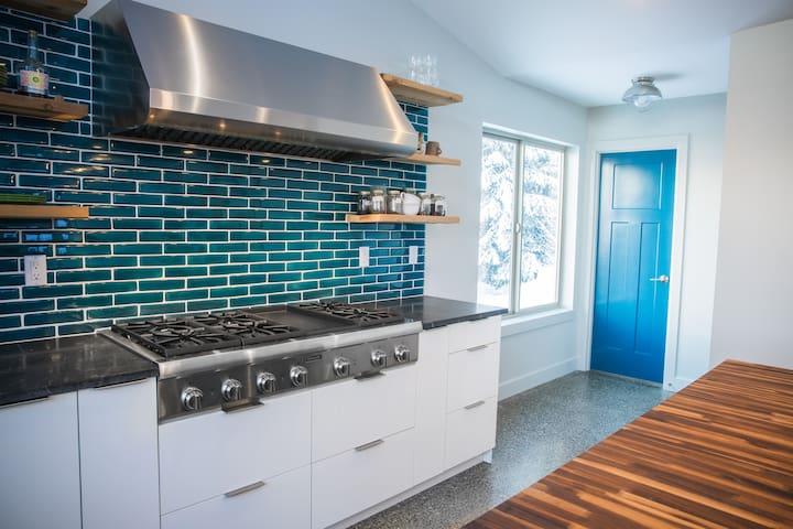 Dream Views & Chef's Kitchen. Modern Mountain Home - Anchorage - Hus