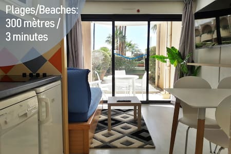 Studio with separate bedroom, terrasse, seafront