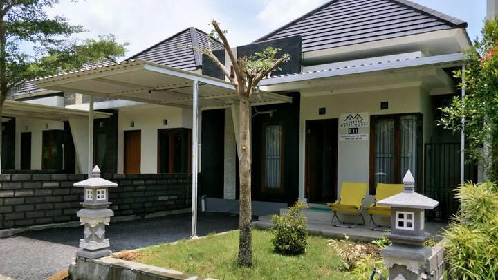 Royal Gryaloka Residence { SURYA guest house B14 }
