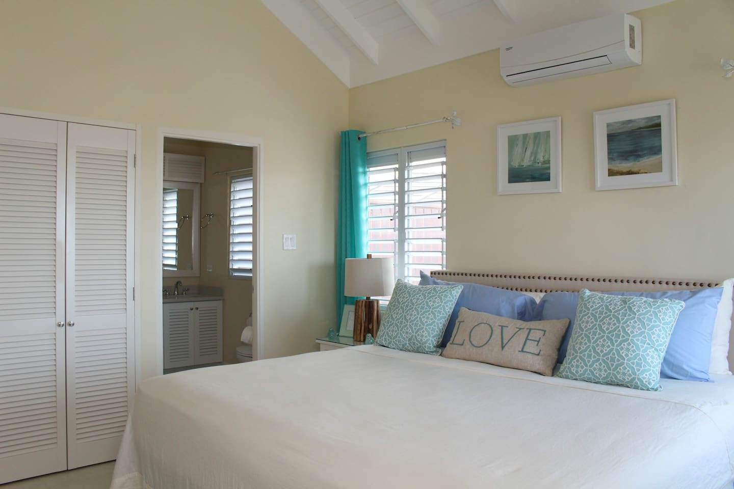 Enjoy this Master bedroom with its own private en suite washroom. Double closet for extra storage space.