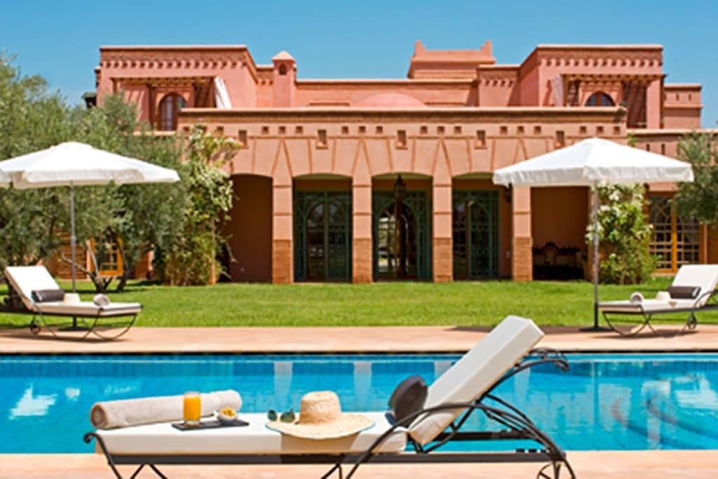 Chambre dans villa de r ve au calme bed and breakfasts for Airbnb marrakech