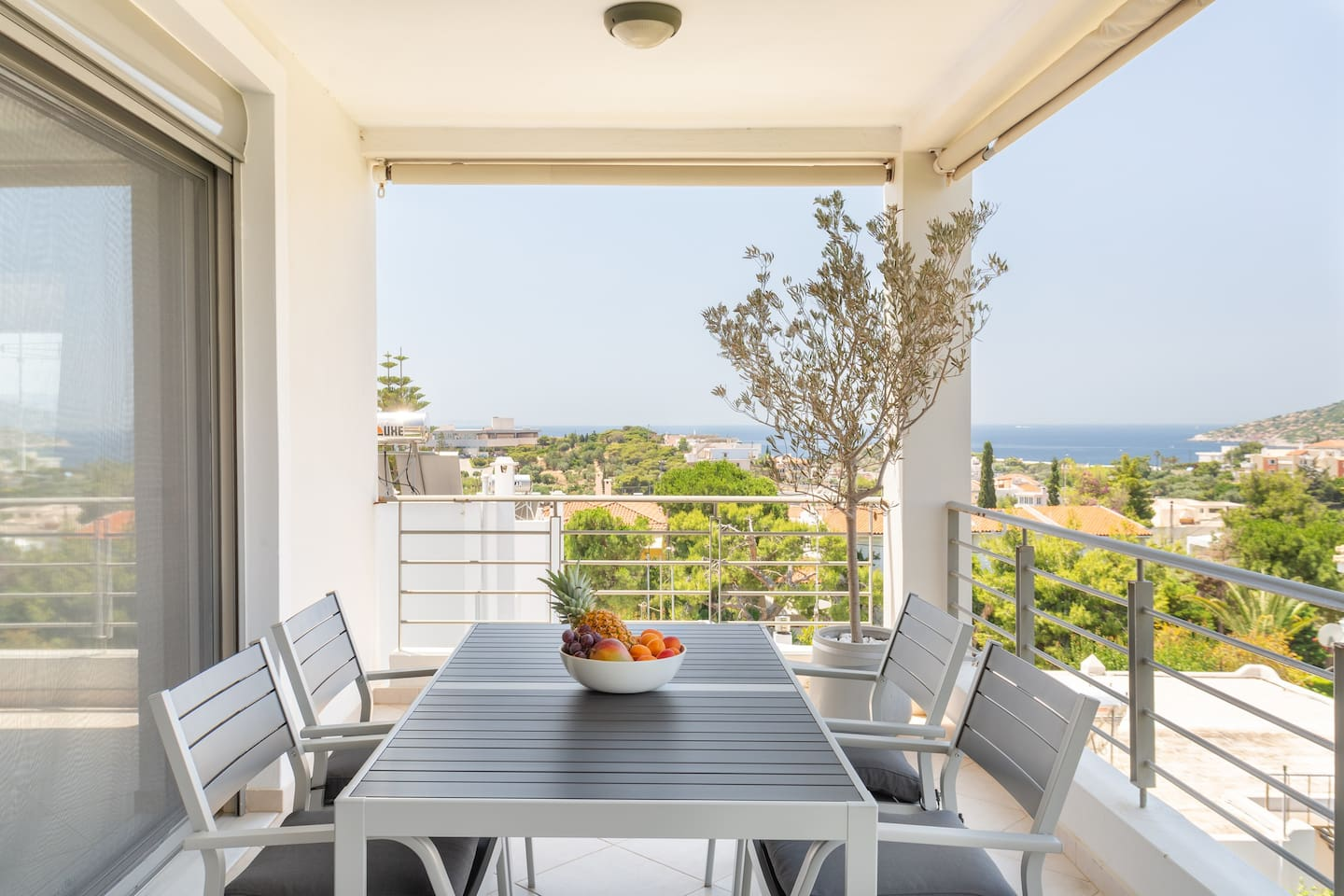 Spacious outdoor living area to enjoy all day round! This big balcony is equipped with an outdoor dining table and features amazing views to the sea.
