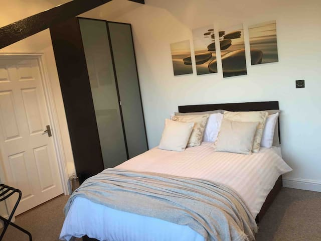 The Cider House rooms+double bed+kitchenette