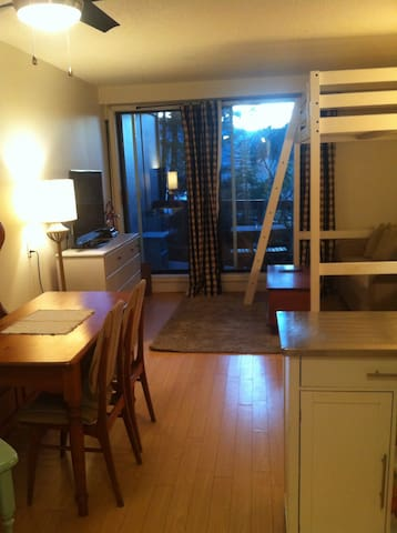 Creekside Suite 5 Min walk to lift - Whistler - Apartment