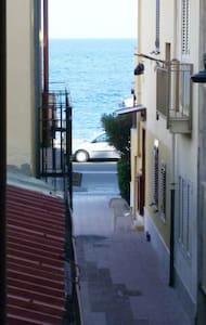 Casa singola ristrutturata al mare vicino Taormina - Furci Siculo - Dom