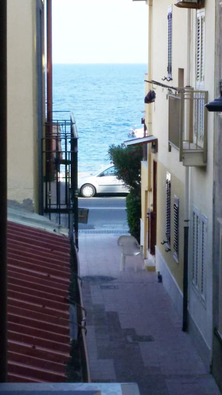 Casa singola ristrutturata al mare vicino Taormina