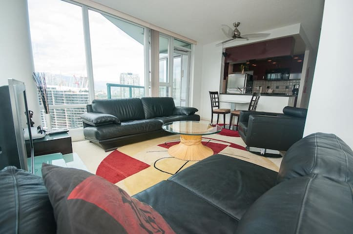 Porsch Pacific Waterfront 1 bed room &study/office