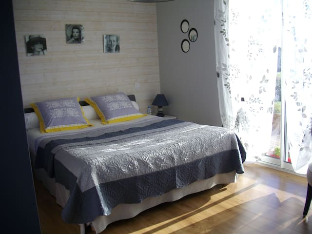 "chambre ""bleuet"" - Pluherlin - Bed & Breakfast"