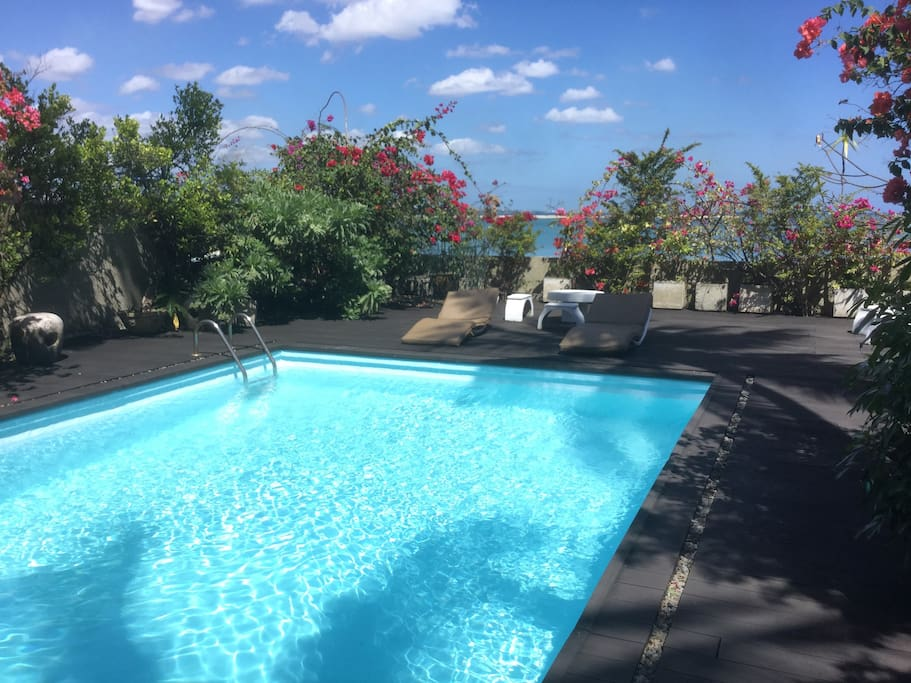 Harbour side lodge swimming pool sea view bed and for Swimming pool mauritius