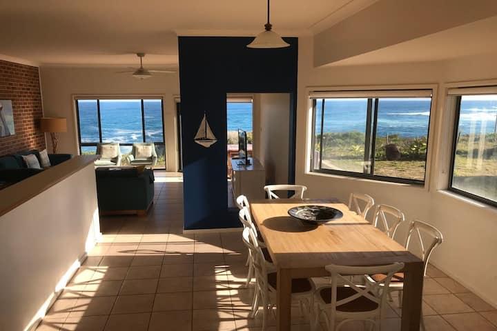Ocean Views, 4 Ocean Street - air conditioned luxury with beautiful ocean views