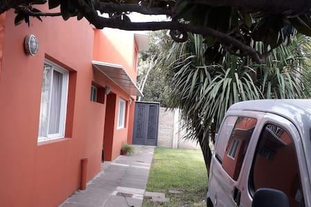 CONFORTABLE CASA EN ZONA DEL VISO