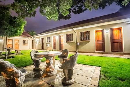 Beryl1 Guest House Double Room - Klerksdorp - Rumah Tamu
