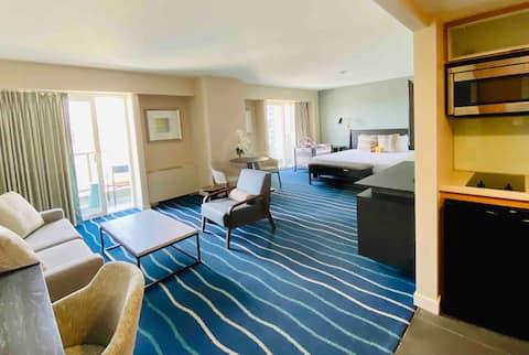33rd Floor LUXURY Suite Ala Moana Hotel by Waikiki