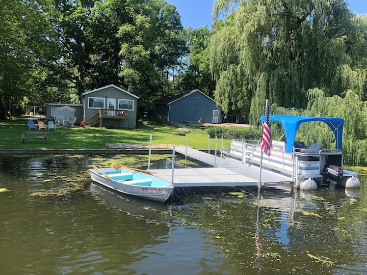 Leah's Lakehouse with Pontoon Included!
