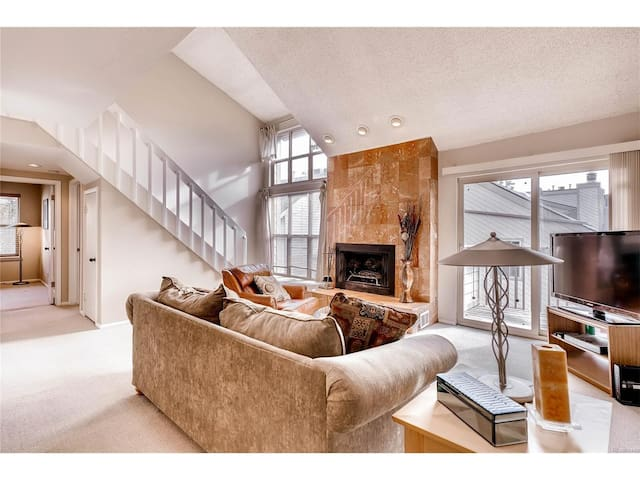 Private loft in Condo close to highway - Lakewood - Kondominium