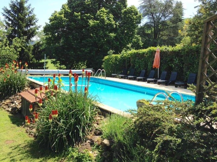 'Les Hirondelles' Cottage & Pool, Great Location