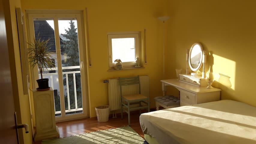 Gemütliches Zimmer in sonniger Maisonetten-Wohnung