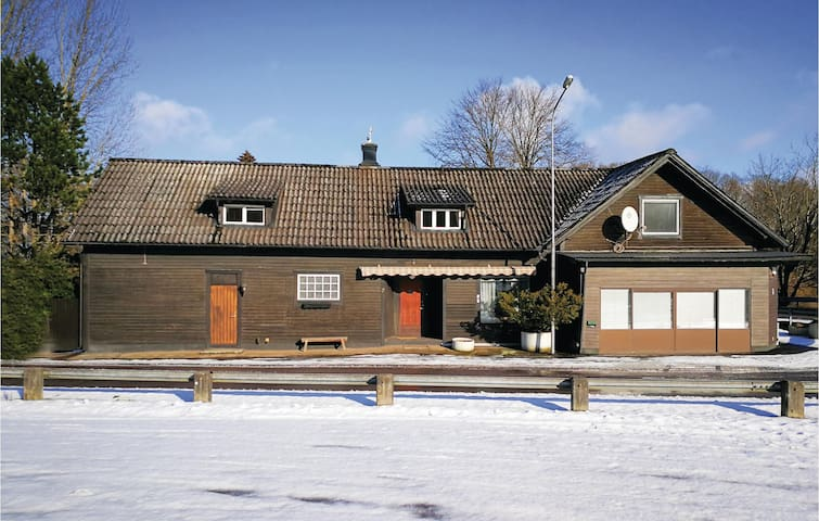 Holiday cottage with 6 bedrooms on 220m² in Knäred