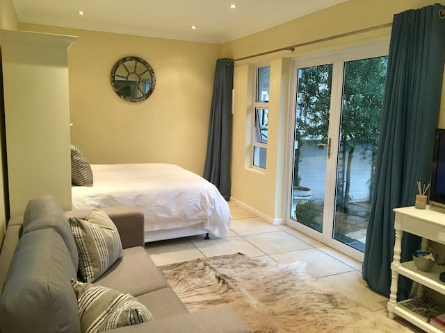 Self-Catering Garden Cottage in Parkhurst - Randburg - House
