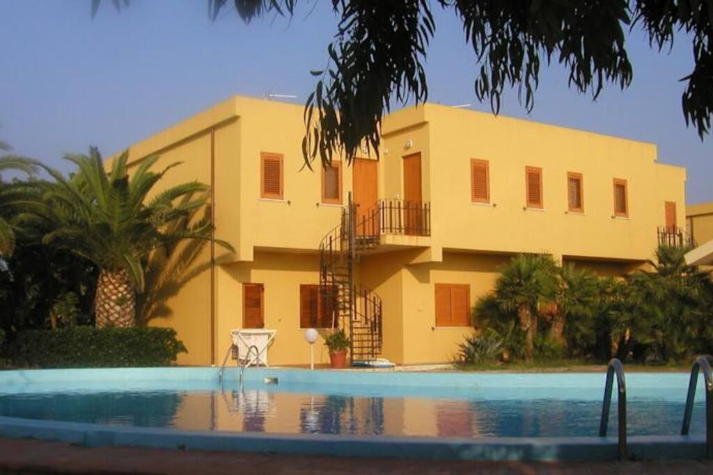 Vista del residence dal parco piscina