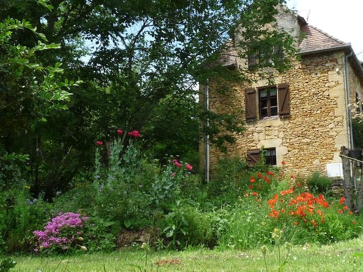 Maison quercynoise et jardins